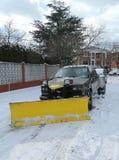 Schneepflug-LKW in Brooklyn, NY, das bereit ist, Straßen nach enormem Winter-Sturm Helen zu säubern, schlägt nordöstlich Stockbild