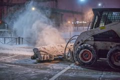 Schneepflug-Reinigungs-Straße Stockfoto