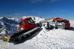 Schneepflug-Skiort Österreich Stockbilder