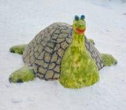 Schneeskulptur einer Schildkröte Stockfotos