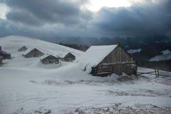 Schneesturm auf die Oberseite des Berges Lizenzfreie Stockfotos