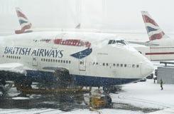 Schneesturm an Heathrow-Flughafen Lizenzfreie Stockfotos