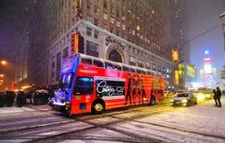 Schneesturm im Times Square, New York City Stockbild