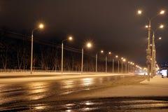 Schneesturm, schlechte Sicht, glatte Straßen und viele Verkehr stockfoto