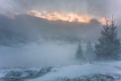 schneesturm Winter in den Bergen Lizenzfreie Stockbilder
