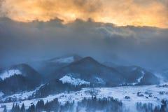 schneesturm Winter in den Bergen Lizenzfreie Stockfotos