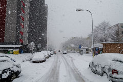 Schneeunglück in Bratislava Slowakei, enormer Schnee blättert ab 30. Januar 2015 stockbilder