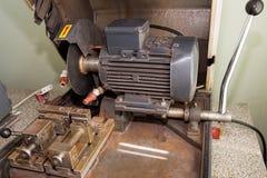 Schneidemaschine im Labor lizenzfreie stockfotografie