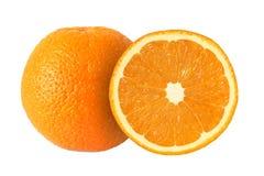Schneiden Sie die orange Früchte, die auf weißem Hintergrund lokalisiert werden stockfotos