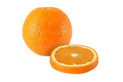 Schneiden Sie die orange Früchte, die auf weißem Hintergrund lokalisiert werden stockbild