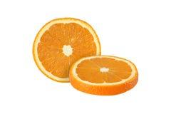 Schneiden Sie die orange Früchte, die auf weißem Hintergrund lokalisiert werden stockfotografie