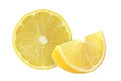 Schneiden Sie die Zitronenfrüchte, die auf weißem Hintergrund lokalisiert werden lizenzfreies stockbild
