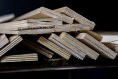Schneiden Sie frisch Sperrholz Sperrholzstreifen vereinbart in den Stapeln Warehous Lizenzfreies Stockfoto
