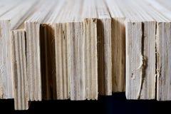 Schneiden Sie frisch Sperrholz Sperrholzstreifen vereinbart in den Stapeln Warehous Lizenzfreies Stockbild