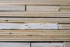 Schneiden Sie frisch Sperrholz Sperrholzstreifen vereinbart in den Stapeln Warehous Lizenzfreie Stockbilder