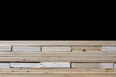 Schneiden Sie frisch Sperrholz Sperrholzstreifen vereinbart in den Stapeln Warehous Stockfotografie