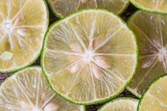 Schneiden Sie in halbe Zitrone Stockfotos