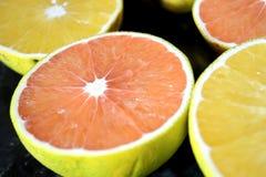 Schneiden Sie Orangen und Pampelmusen Stockfoto