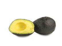 Schneiden Sie reife Avocado auf einem weißen Hintergrund Stockbilder