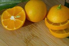 schneiden Sie in Stücke der japanischer Orange Stockbild