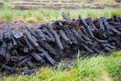 Schneiden Sie Torf-Stapel Irland Stockfotos
