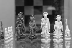 Schneiden Sie von den Knochenschachfiguren des Königs und der Königin Stockfotografie