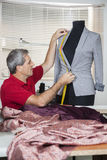 Schneider-Measuring Suit On-Mannequin Lizenzfreies Stockfoto