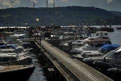 Schneiderpier in den norwegischen Fjorden Stockbilder