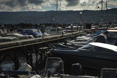 Schneiderpier in den norwegischen Fjorden Lizenzfreies Stockfoto