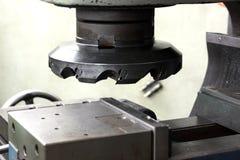 Schneidwerkzeug in der Maschine Stockfotos