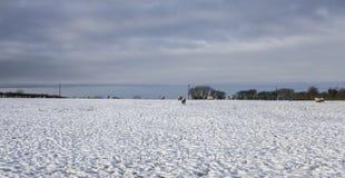 Schneien in Yorkshire, Winter 2017 - blaue Himmel Lizenzfreies Stockbild