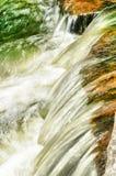 Schnell fließendes Wasser Lizenzfreie Stockfotos