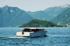 Schnellboot auf See Como Stockbilder