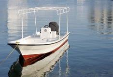 Schnellboot befestigt an der Küste Lizenzfreie Stockfotografie