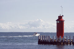Schnellboot, das Kanal verlässt Stockbild