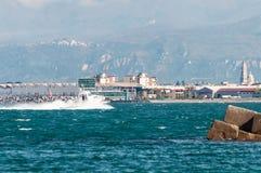Schnellboot im Golf von Neapel lizenzfreie stockbilder