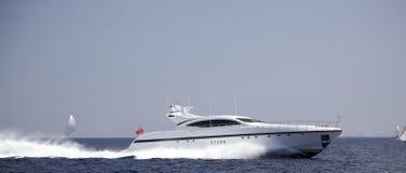 Schnellboot im Meer Lizenzfreie Stockfotografie