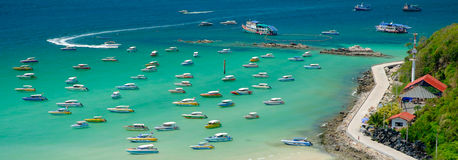 Schnellboot an Strand Ta Waen Stockfotografie