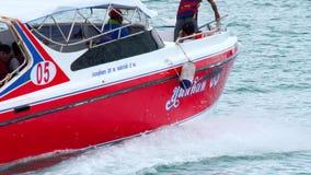 Schnellbootabfahrt von Rawai-Pier stock video footage