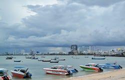 Schnellboote, die auf dem Strand parken Lizenzfreies Stockfoto