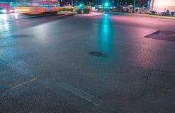 Schnelle Fahrzeuge auf einer Straße Stockbild