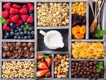 Schnelle Frühstückskost aus Getreide Lizenzfreie Stockfotos