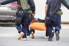 Schnelle medizinische Evakuierung durch Fahrzeugrechtspraxisdurchführung Stockfotos