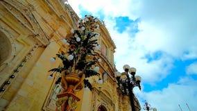 Schnelle Wolken über St. Paul Church, Rabat, Malta stock video