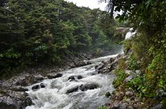 Schneller Fluss fließt Gollum-` s Pool durch lizenzfreies stockfoto