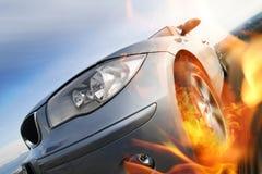Schnelles Auto, das mit Bewegungszittern sich bewegt Lizenzfreie Stockfotografie