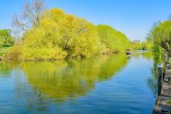 Schnelles Boot auf dem Oxfordshire Themse bei Ostern lizenzfreie stockfotos