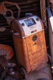 Schnelles Ladegerät und Prüfvorrichtung Weinlese Millard-Batterie stockbilder