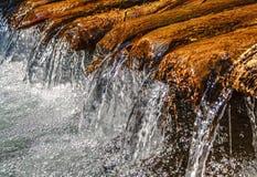 schnelles Stromwasser Stockfotos