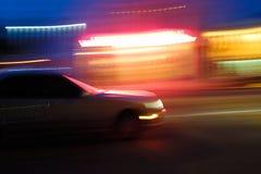 Schnellfahrenauto, unscharfe Bewegung Lizenzfreies Stockbild